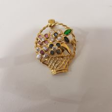 Brooch or pendant in the shape of a flower basket, in .750 gold with various gemstones