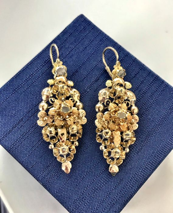 Earrings in 18 kt gold with diamonds of 0.35 ct late 19th century