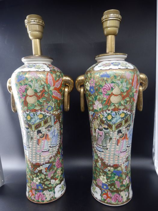 A pair of porcelain urn shaped table lamps with handles - China - second half 20th century