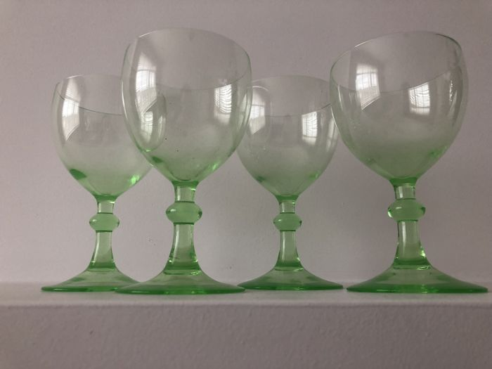 K.P.C. de Bazel - Four uranium green clear wine glasses