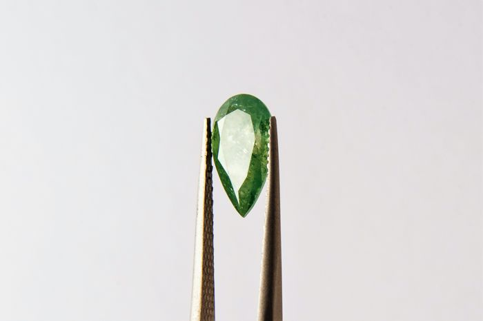 Huge Fancy Vivid Green Diamond - 2.72 ct - SI3 - LOW RESERVE