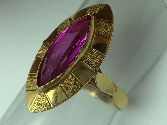 Ring in 18 kt gold, natural amethyst of 3 ct, marquise cut