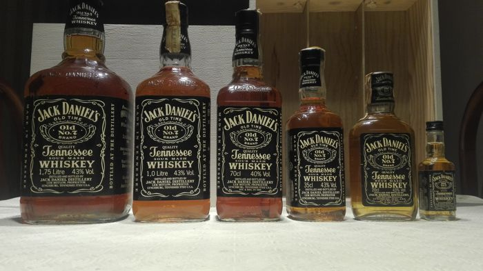 6 bottles - Jack Daniel's Old Number 7 from 1.75 liter to 5cl