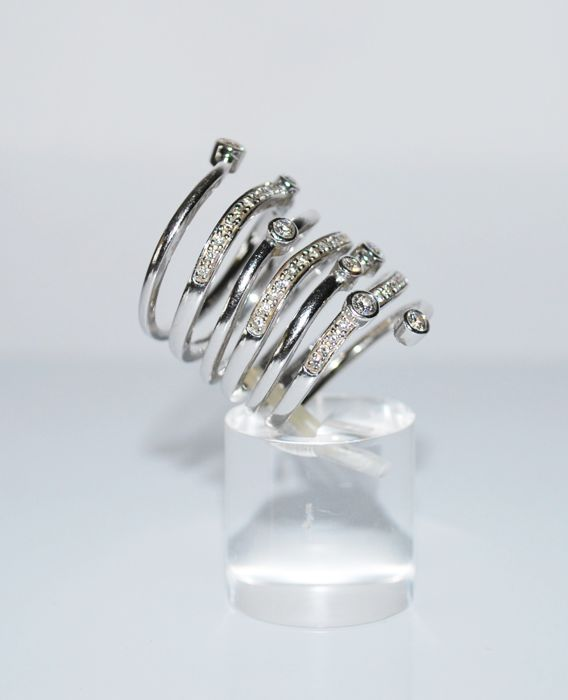 18 kt white gold ring with 0.65 ct diamonds - size 16