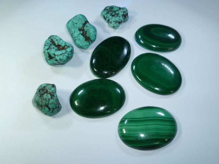 4 Arizona Turquoise rough stones and 5 Malachites - 131.8 g - 659 ct