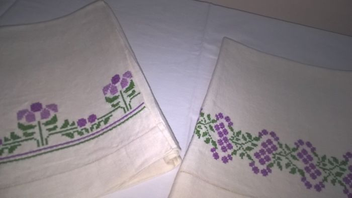 "Lot of 4 ""hand-embroidered"" linen towels"