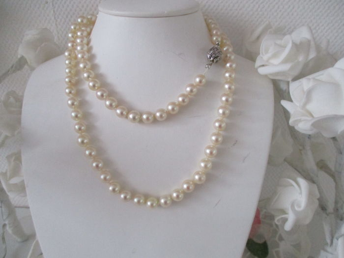 Akoya salt water pearl necklace, approx. 7.8 mm, with 30 rose-cut diamonds