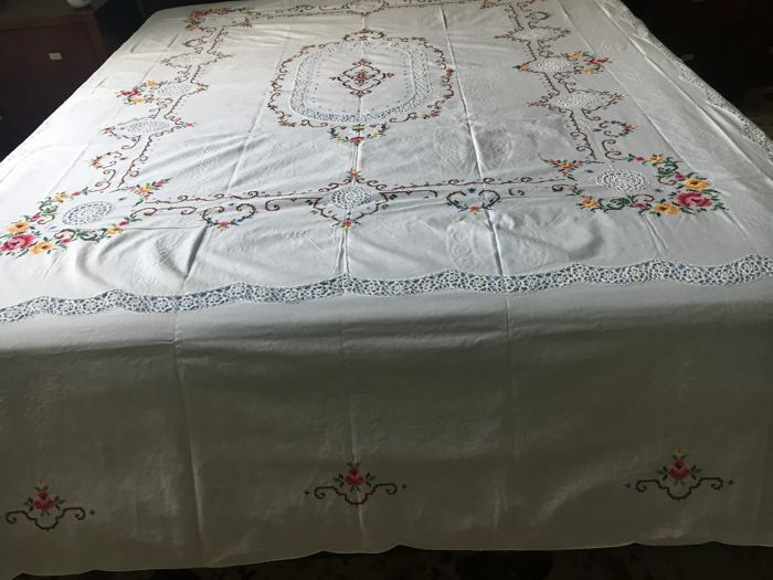 Pure Italian linen bedspread, spectacular workmanship, all handmade in cross stitch. No reserve price