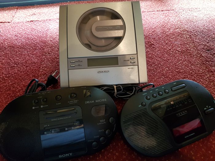 3 vintage audio items  , 2 radio's and 1 cd player old and rare moddels, for collectors .