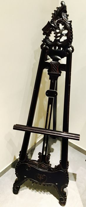 Lacquered wood easel, 20th century