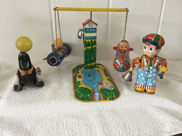 Lot tin toys made in Japan 1960s