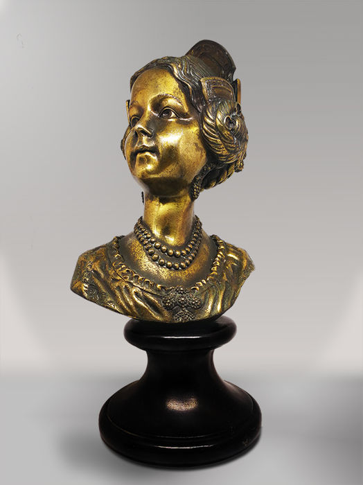 Bust of a young lady - Spain - first half of the XXth century