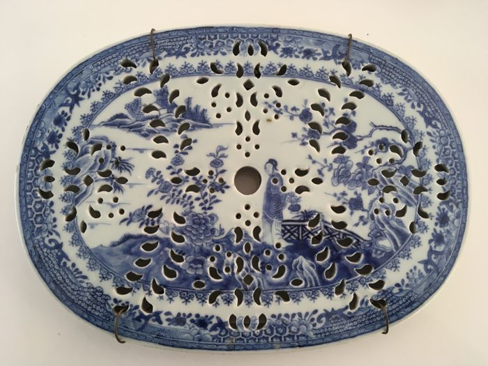 Beautiful, detailed coaster - China - late 18th century