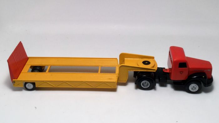 Tekno Denmark - Scania Vabis 76 with low loader - No. 861