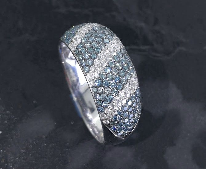 Ring met  intense fancy deep  blauw kleur diamanten & wit briljanten  totaal 1.70 ct