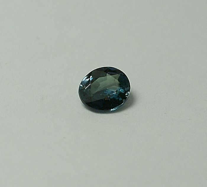 Alexandrite,  Colour change from green to violet, 0.43
