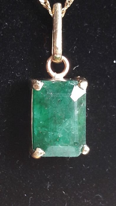 Pendant with 6.65 ct natural emerald and 14 kt gold (585)
