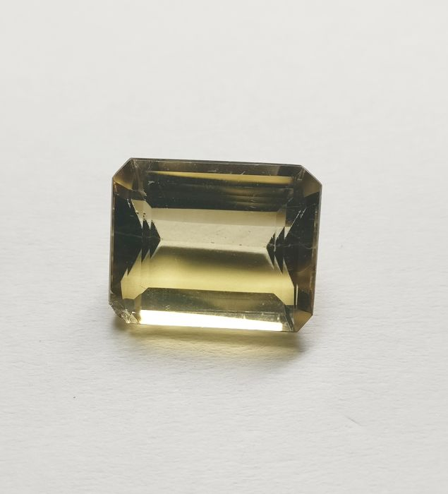 Citrine Light Brownish Yellow 12.30 ct *** No Reserve ***
