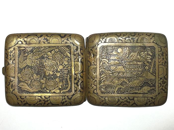 Cigarette case with delicately carved Japanese design - Japan - Early 20th century