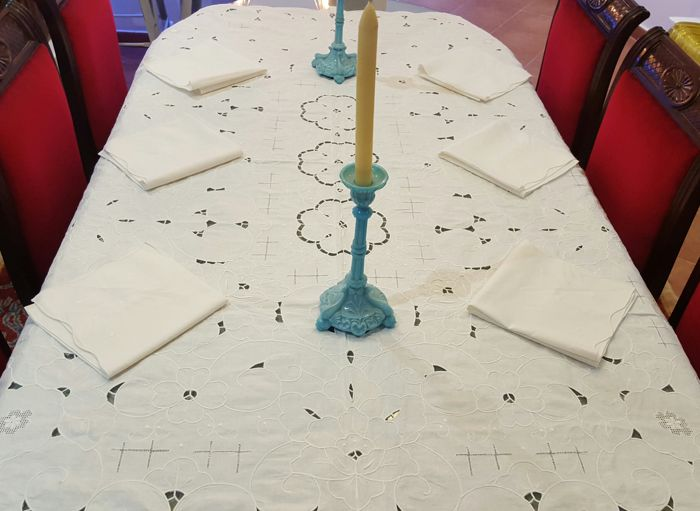 Rectangular table linen embroidered by hand, cutwork and hemstitch - 6 napkins - 175 x 130 cm