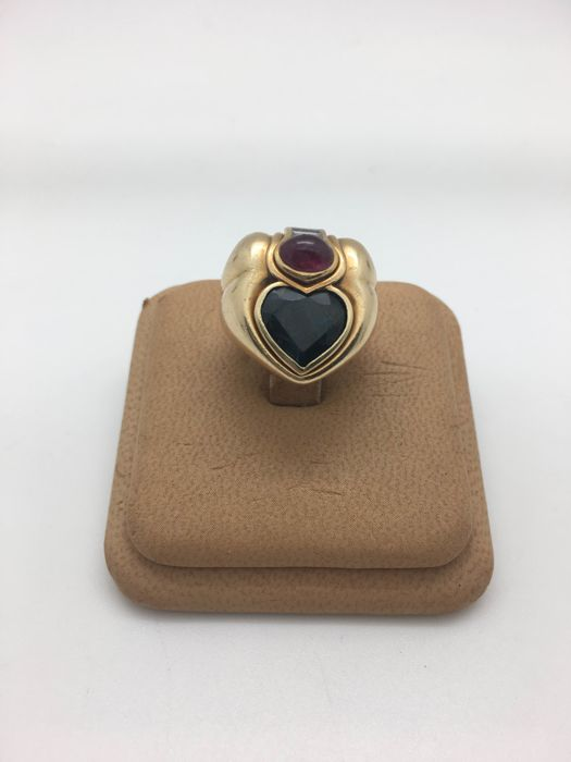 Gold ring (18 kt), natural diamonds, natural sapphire and natural ruby