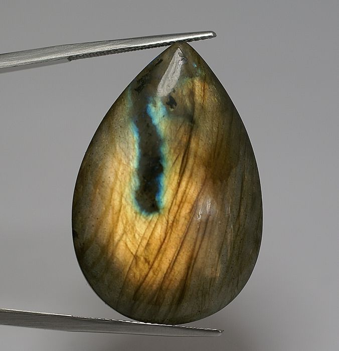 Labradorite Feldspar with labradorescence  44.52 ct