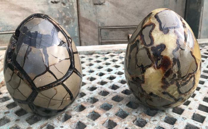 "Septarian eggs one with ""lid"" and one with orange Calcite - 16 and 16.5 cm - 10.43 kg (2)"
