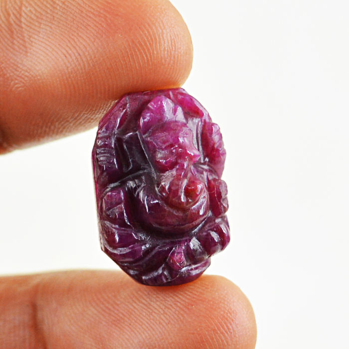 Rare Ruby Carved Ganesha Idol - 18x13x08 mm - 22.50 Cts