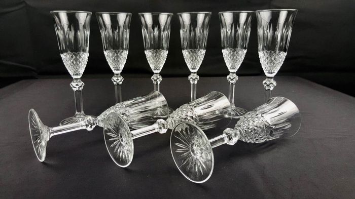 Service set of 9 champagne glasses in brilliant French glass carved with diamond tip
