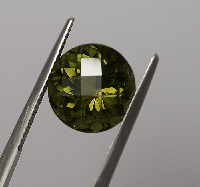 Apatite, yellowish green 7.13 ct