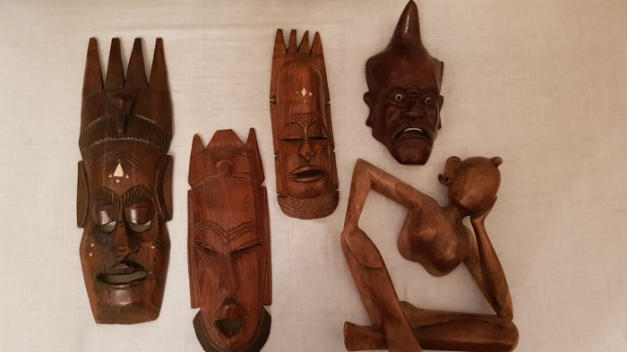 Interesting lot of tribal masks and sculpture, obtained from a single piece of wood - Africa, second half of the 20th century