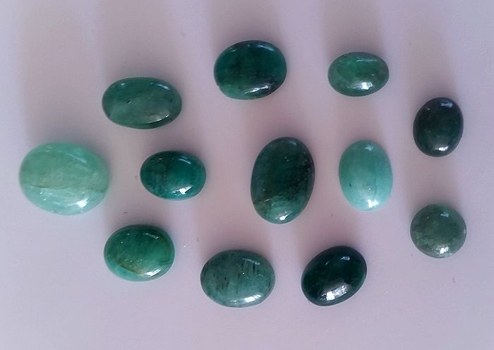 Emerald cabochons - Various green 21.50 ct