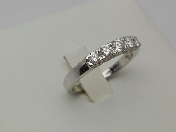 18 kt white gold women's engagement ring with diamonds for 0.65 ct Weight: 3.2 g
