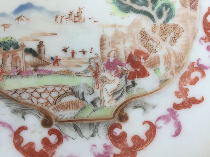 A beautiful Chinese famille rose plate decorated in the Meissen style - China - Yongzheng period 1722 - 1735