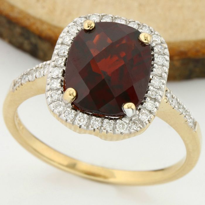 14 kt Yellow Gold 3.75 ct Garnet, 0.35 ct H-I, SI1-SI2 Diamond Ring; Size: 7