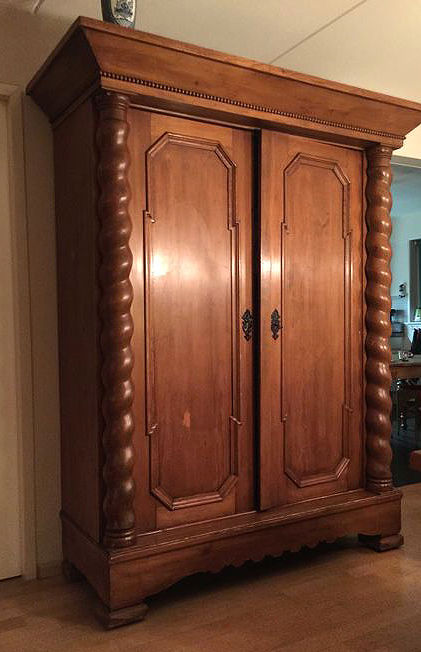 Dutch pine wood pillow cabinet with twisted columns in the 18th century style on both sides