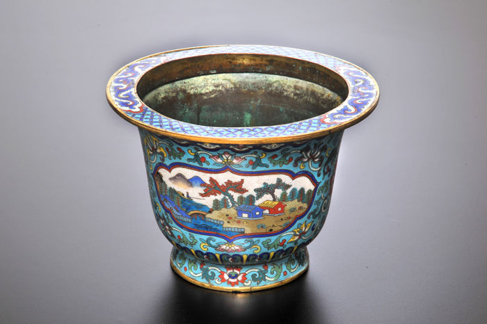 A large Cloisonné flower pot - China - 1736 - 1820 (Qing Dynasty, Qianlong/Jiaqing period)