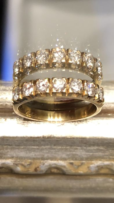 Charming and splendid 18 kt gold ring with diamonds totalling 0.84 ct, clarity: VVS1