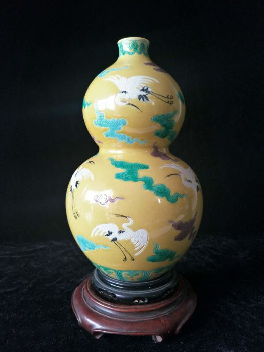 Polychrome porcelain flask vase with crane decorations - China - Late 20th century