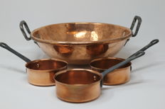 """Copper """"Au-Bain-Marie"""" basin with three copper saucepans with engravings"""