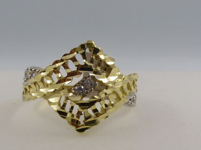 18 kt gold ring with 'diamantatura' and white sapphires
