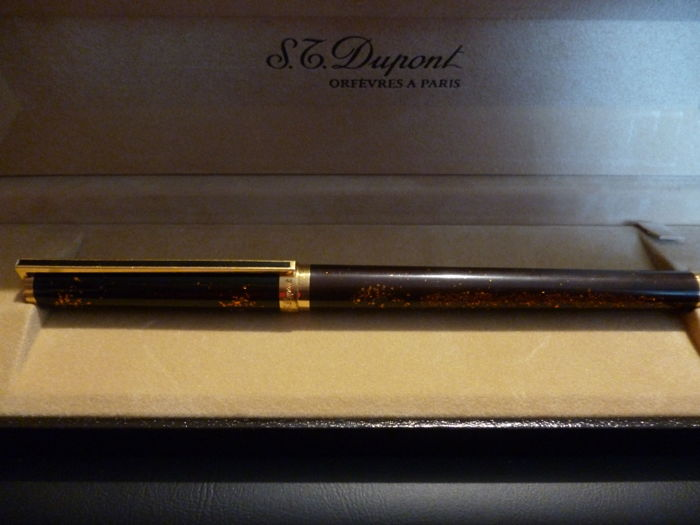 Superb Dupont fountain pen with 18K gold nib + case