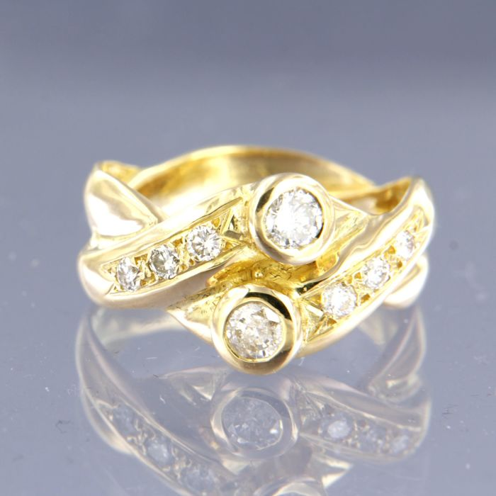 18 kt yellow gold ring set with 8 brilliant cut diamonds of approx. 0.70 ct in total, ring size 17.5 (55)
