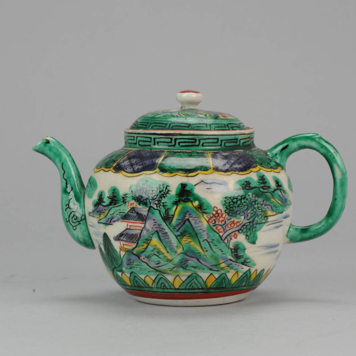 Kutani Tea pot. Landscape in Green Yoshidaya Style - Japan - 19th/20th century