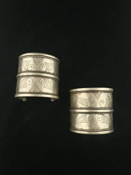Pair of antique silver bracelets - Turkmenistan, early 20th century