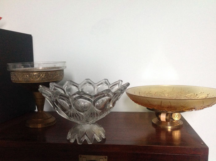 Set of 3 'Art Deco' golden metal and glass cups