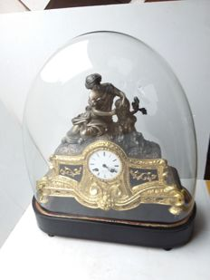 Large yellow bronze plated zamac table clock under a glass bell jar r.bouvie bruxele - approx. 1880.