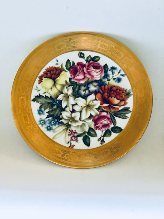 Original Capodimonte fine porcelain plate with gold engraving.