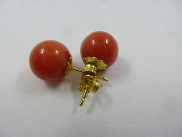 18 kt rose gold earrings with pink coral