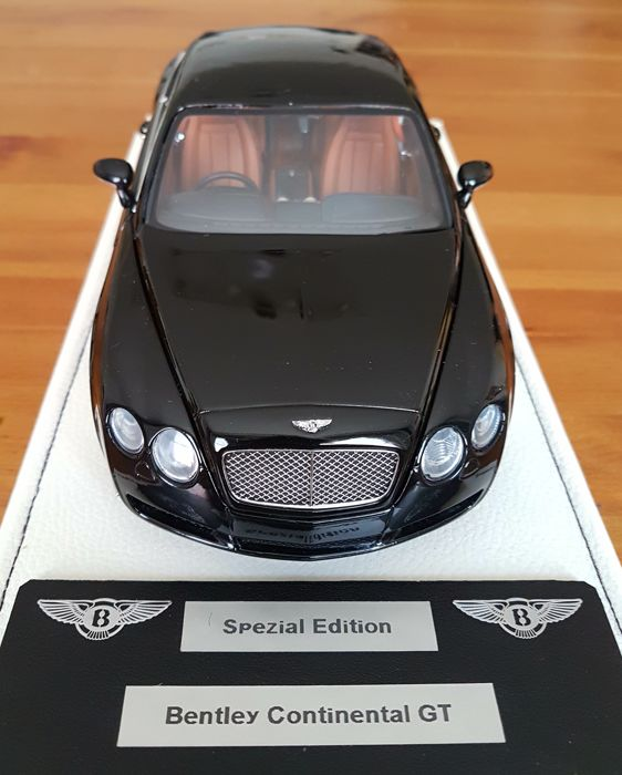 Minichamps - scale 1/18 - Bentley Continental GT - black